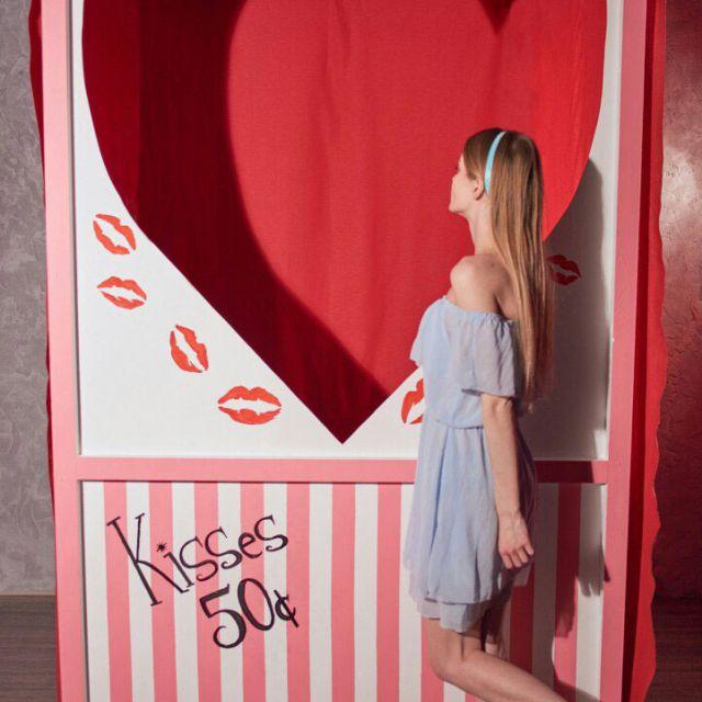 Роспись будки для поцелуев