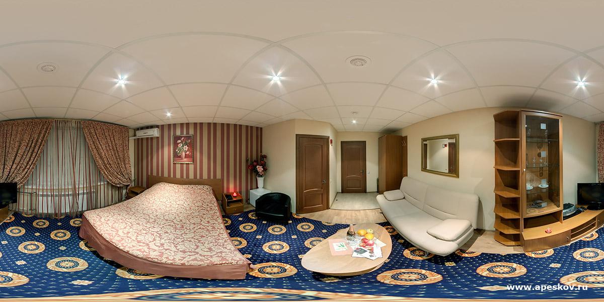 Люксовый номер мини-отеля Бонжур