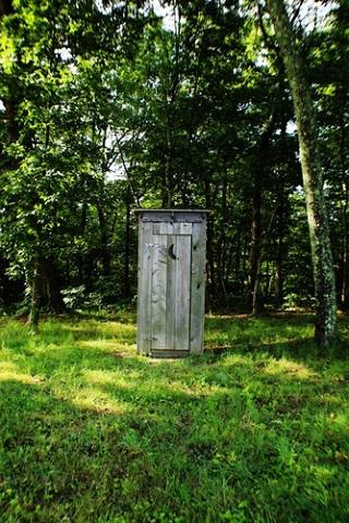 Мал габаритами, сложен отделкой: ремонт туалета под ключ